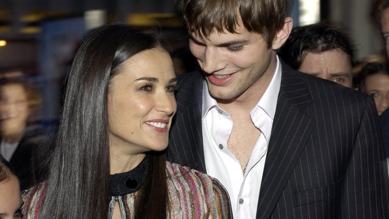 Ashton Kutcher dezvăl...